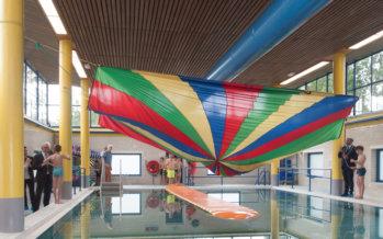 Burgemeester Ahmed Marcouch opent vernieuwd zwembad Bio Vakantieoord