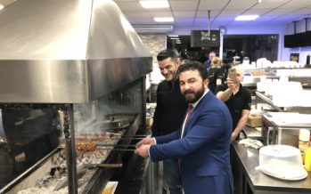 DENK-leider Öztürk krijgt cursus grillen in Arnhem