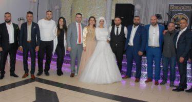 Veel beroemdheden tijdens bijzondere bruiloft in Westervoort