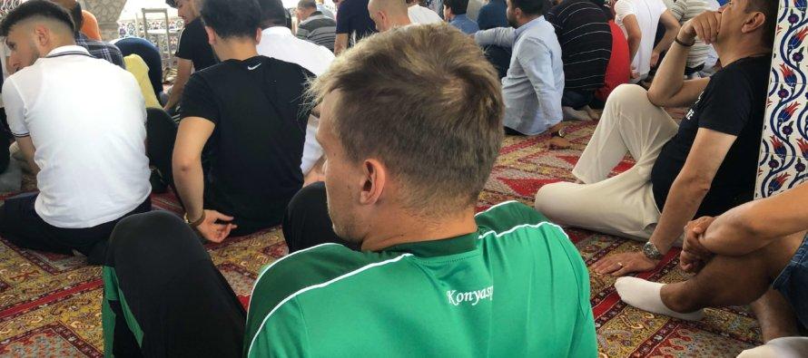 Turkse profclubs kiezen voor Arnhemse Turkiyem moskee