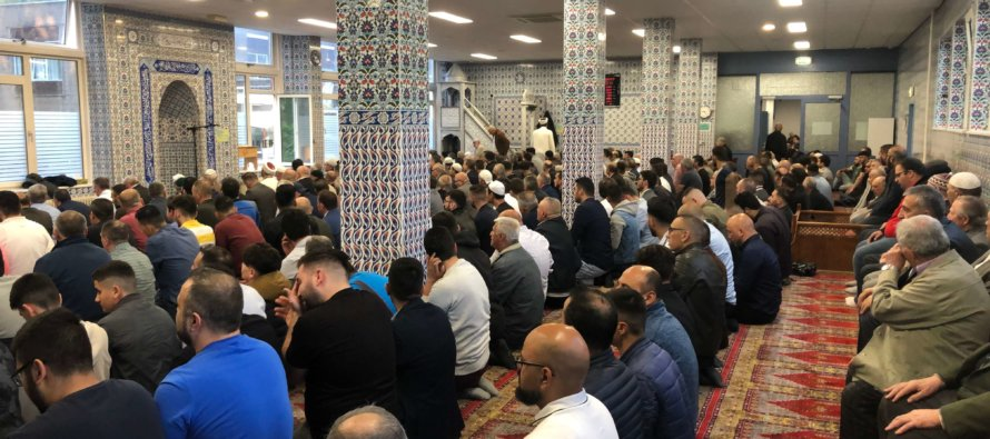 Duizenden Arnhemmers vieren Ramadanfeest na drukbezochte feestgebed