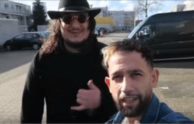 BEELDEN Alem The Barber gaat langs bij rapper GIANT