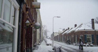 KNMI waarschuwt zondag voor zware sneeuwval en kondigt code oranje af