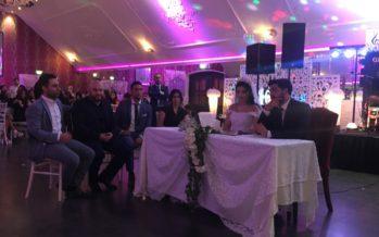Trouwambtenaar aanwezig tijdens bruiloft Baris Dagasan