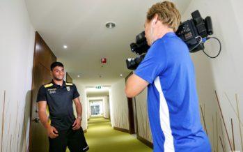 Vitesse-speler Bayazit geeft unieke rondleiding in spelershotel (VIDEO)