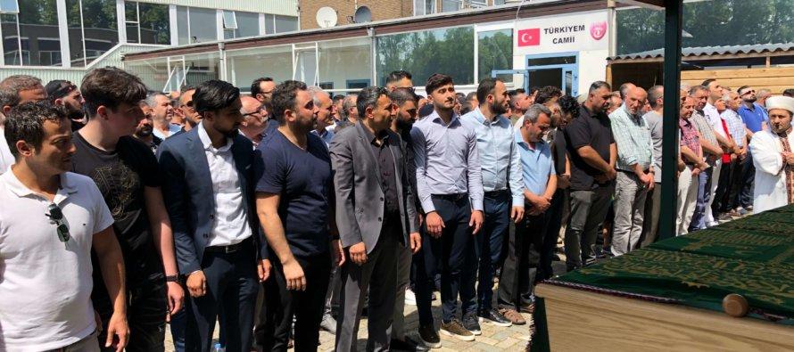 Veel aanwezigen tijdens dodengebed Sefer Karakaya
