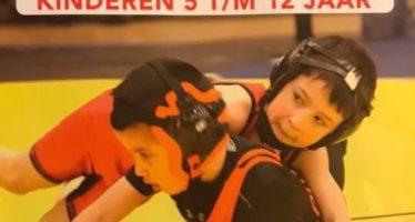Arnhems worstelicoon Karaman geeft les aan jonge worstelaars