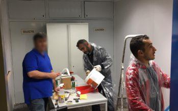Vrijwilligers Elsweide verbouwen commissiekamer tijdens Ramadan