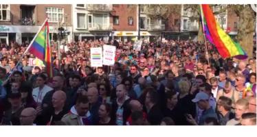 Duizenden hand in hand in Arnhem na vermeende mishandeling homostel