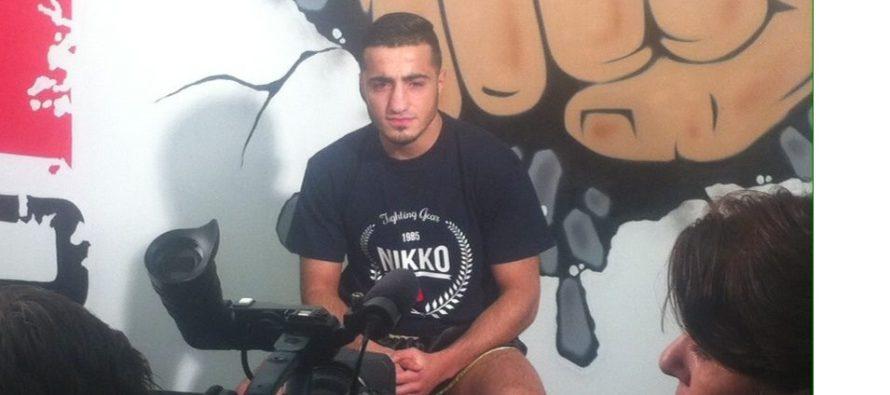 Kickbokser Tayfun Özcan bezoekt Arnhem voor een kickboksclinic