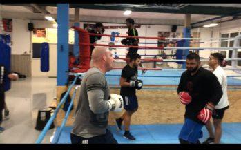 VIDEO Bekende Arnhemse MMA'er gespot bij Boxing by Kasap