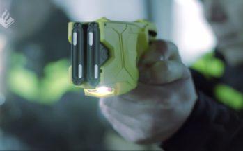 VIDEO De politie in Nederland maakt nu ook gebruik van een stroomstootwapen/Taser