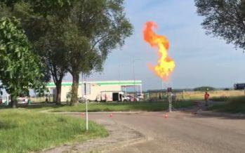 VIDEO Grote steekvlam bij benzinepomp langs de snelweg in Duiven
