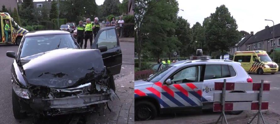 VIDEO Politieauto wordt geramd door een auto, agent naar het ziekenhuis