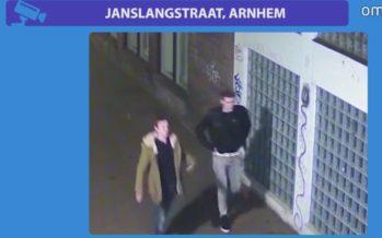 VIDEO Twee mannen proberen een vrouw te beroven in Arnhem