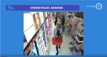 Fotomodel steelt voor honderden euro's aan make-up aan de Steenstraat