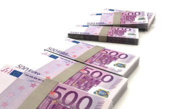 24-jarige man blundert met 500.000 euro in auto