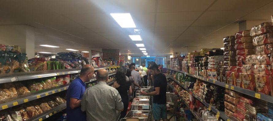 Ramadan zorgt voor topdrukte bij grote Turkse supermarkt