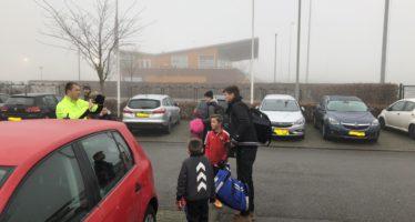 Klaas-Jan Huntelaar ging met iedereen op de foto bij de Arnhemse Boys