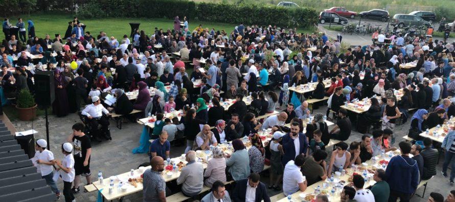Gelders record tijdens iftar maaltijd met meer dan duizend Arnhemmers