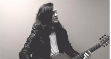 De Ierse singer-songwriter Ryan McMullan komt naar Luxor Live