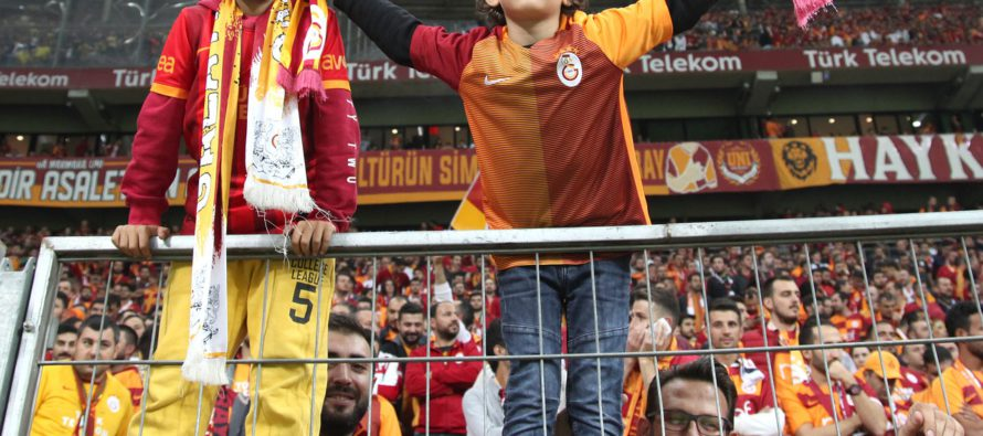 Bekende Arnhemmers gespot in Istanbul tijdens Turkse klassieker