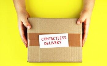 Bekende Pakketservice ontvangt taart van Post NL voor snelle bezorgingen